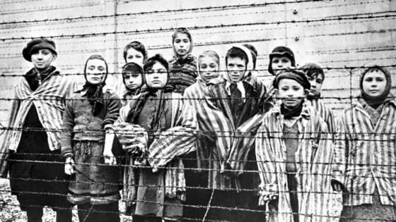 폴란드 아우슈비츠에 수용됐던 유대인 아이들. [중앙포토]