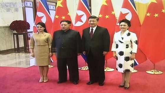 김정은 북한 노동당 위원장이 25~28일 부인 이설주와 중국을 방문해 시진핑 중국 국가 주석을 만났다. [CCTV 캡처]