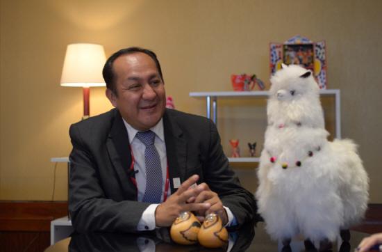 [사진 1 : 페루 수출관광진흥청 의류산업지원과 이고르 로하스(Igor Rojas) 조정관]