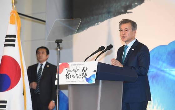 문재인 대통령이 2월 1일 오후 세종시 정부세종컨벤션센터에서 개최된 국가균형발전 비전 선포식에서 발언을 하고 있다. [청와대사진기자단]