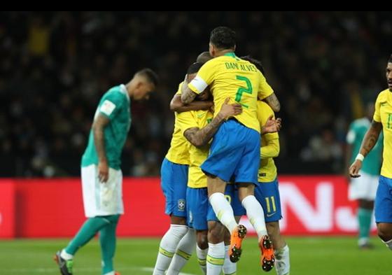 브라질축구대표팀이 28일 독일과 평가전에서 제주스의 골이 터진 뒤 기쁨을 나누고 있다. [사진 브라질축구협회 인스타그램]