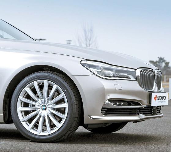한국타이어는 2016년부터 BMW 7시리즈에 벤투스 S1 에보2 런플랫과 윈터 아이셉트 에보 런플랫 타이어를 신차용 타이어로 공급하고있다. [사진 한국타이어]