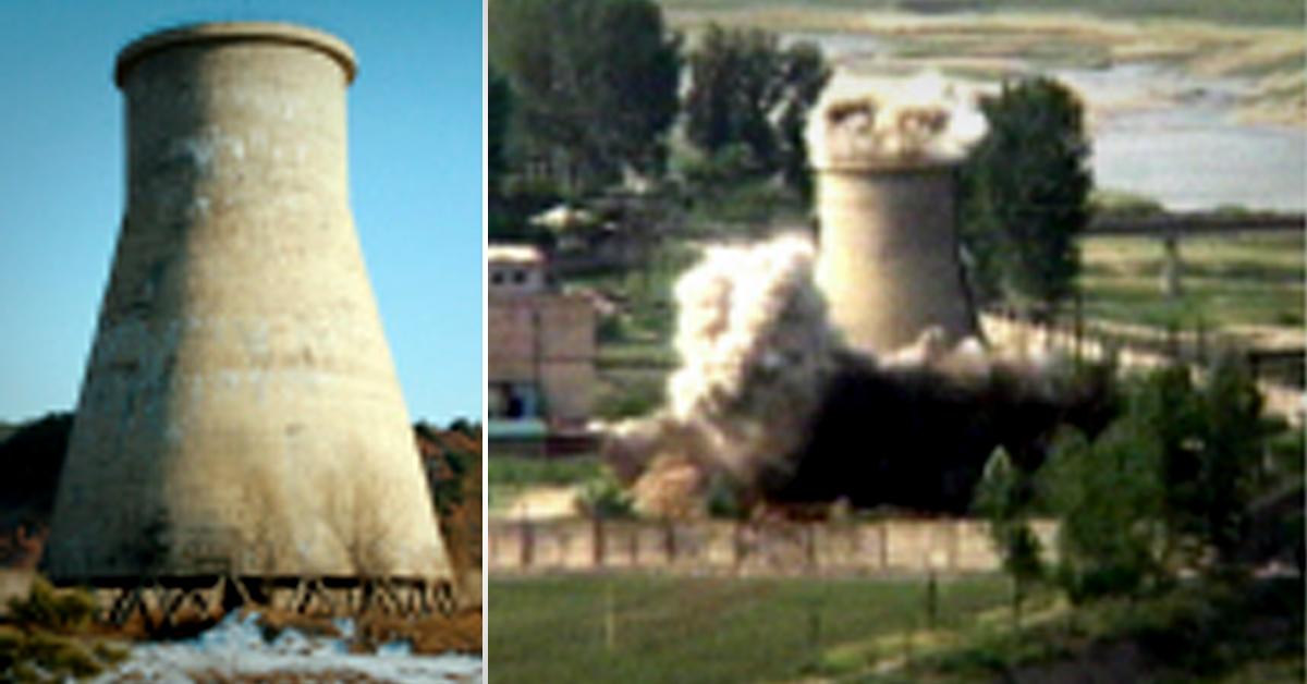 북한이 지난 2008년 6월 영변 핵시설에 있는 원자로의 냉각탑을 폭파했다. 이는 북한이 핵 프로그램을 신고한 지 하루 만에 각국 취재진, 미 국무부 및 국제원자력기구(IAEA) 관계자 등이 지켜보는 가운데 영변 원자로의 냉각탑을 폭파한 것이었다. [영변 교도통신=연합뉴스]