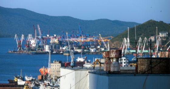 러시아 극동 지역인 블라디보스토크 항에서 3000만원 상당의 주류 제품을 밀반출 하려던 북한인이 현지 세관에 적발됐다. [중앙포토]