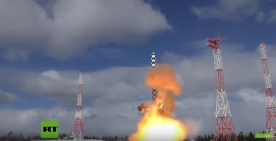 러시아 차세대 ICBM인 사르맛의 발사 시험 장면. [러시아 RT 캡처]