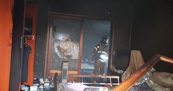 30일 충남 서천의 한 주택에서 불이나 70대 노부부가 숨지는 사고가 발생했다. [사진 충청남도 소방본부 제공]