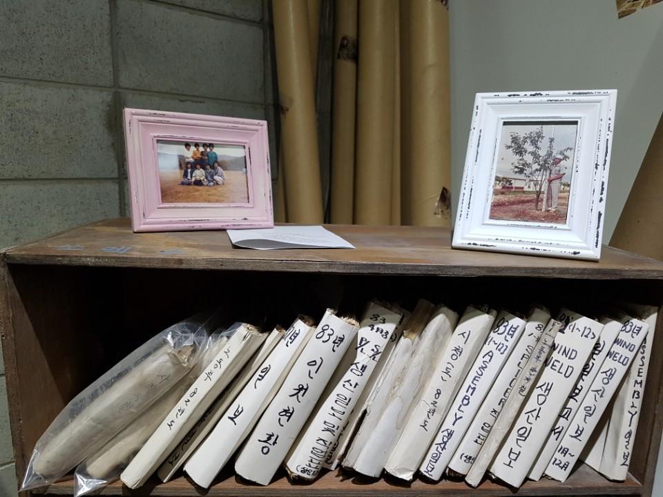 팔복예술공장에 전시된 옛 쏘렉스 공장 자료들. 전주=김준희 기자