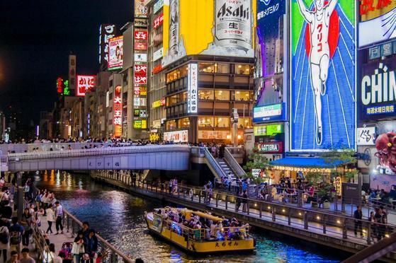 한국인의 필수 여행지로 떠오른 일본 오사카의 도톤보리 전경.