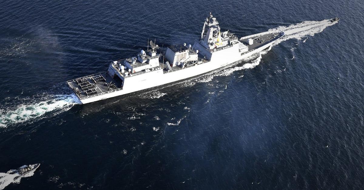 문재인 대통령은 가나 해역으로 청해부대 급파를 31일 지시했다. 사진은 문무대왕함. [연합뉴스]