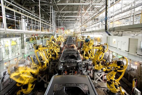 현대자동차 중국 베이징 제2공장에서 로봇팔이 차체를 용접하는 모습(내용과 연관없는 사진). [중앙포토]