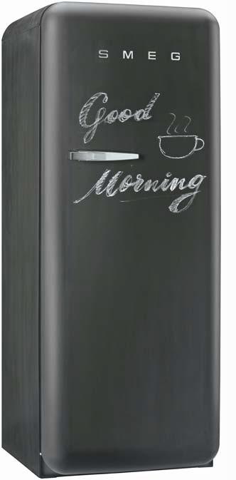 냉장고 문과 양 옆면에 칠판 페인트를 사용한 스메그의 '블랙보드 냉장고'.