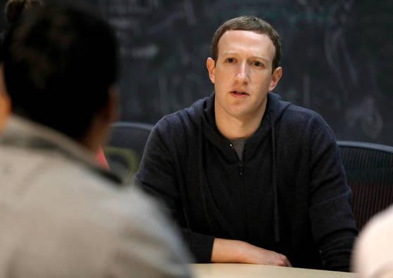 미국 온라인 매체 복스(VOX)가 마크 저커버그 페이스북 CEO와의 인터뷰를 2일 공개했다. [AP=연합뉴스]