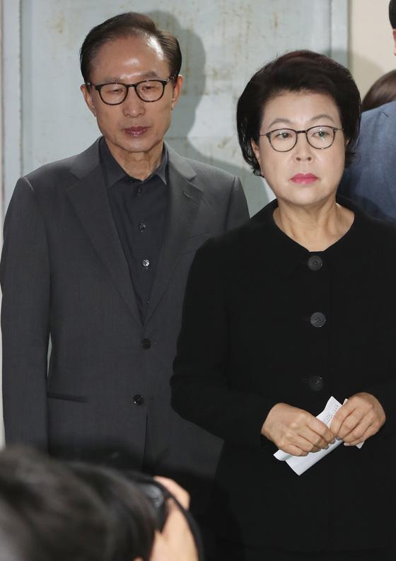 이명박 전 대통령(왼쪽)과 부인 김윤옥 여사. [연합뉴스]