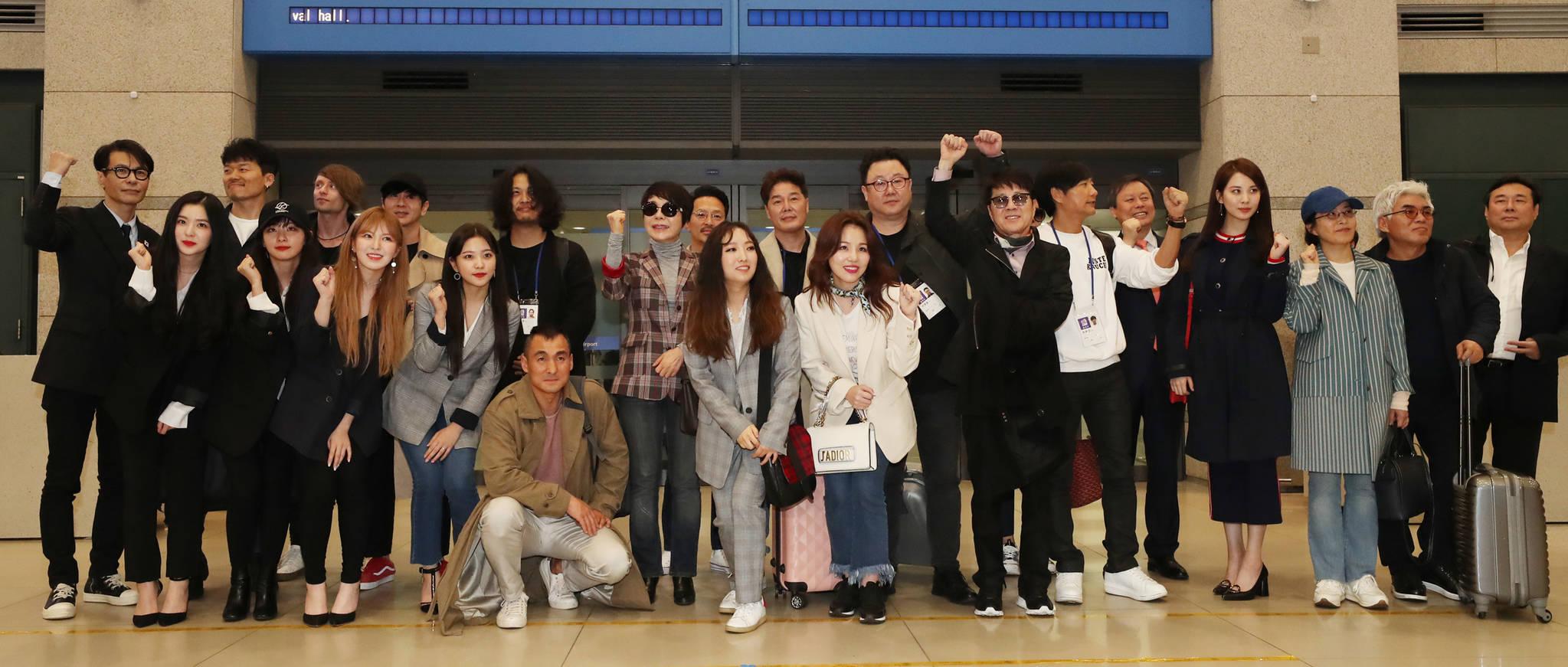 4일 오전 남북평화협력기원 남측예술단이 인천공항에 도착, 기자회견을 하고 있다. [평양공연 사진공동취재단]