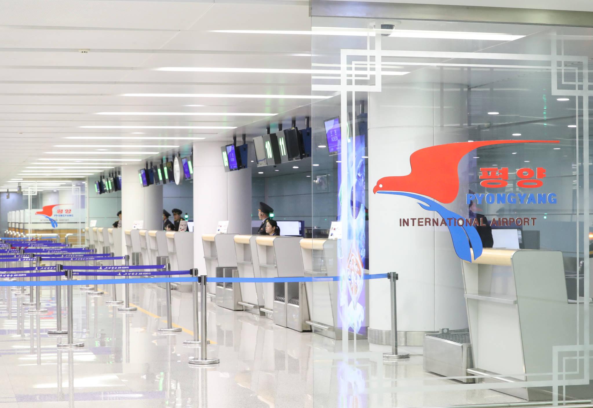 평양순안공항 국제선 2층 탑승 카운터. [평양공연 사진공동취재단]