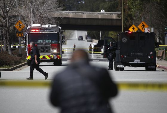 유튜브 본사에서 총격 사건이 일어나 긴급히 경찰이 출동했다. [AFP=연합뉴스]