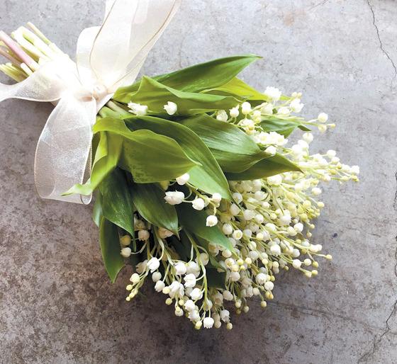 꽃의 크기가 작아 화려하기보다 다소곳하고 청순한 느낌을 주는 은방울꽃 부케. [사진 엘리제플라워]