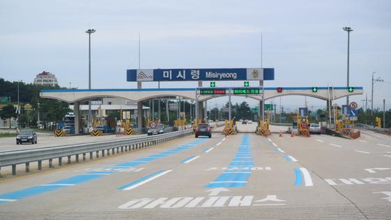 서울~양양고속도로 개통 이후 한산해 진 미시령터널 구간. 박진호 기자