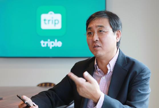 """NHN 대표를 지낸 최휘영(54) 트리플 대표는 해외여행 가이드 앱 '트리플'을 선보였다. 그는 '기술의 가치를 좋은 서비스로 구현해보자는 뜻에서 창업을 결심했다""""고 말했다. [사진 트리플]"""