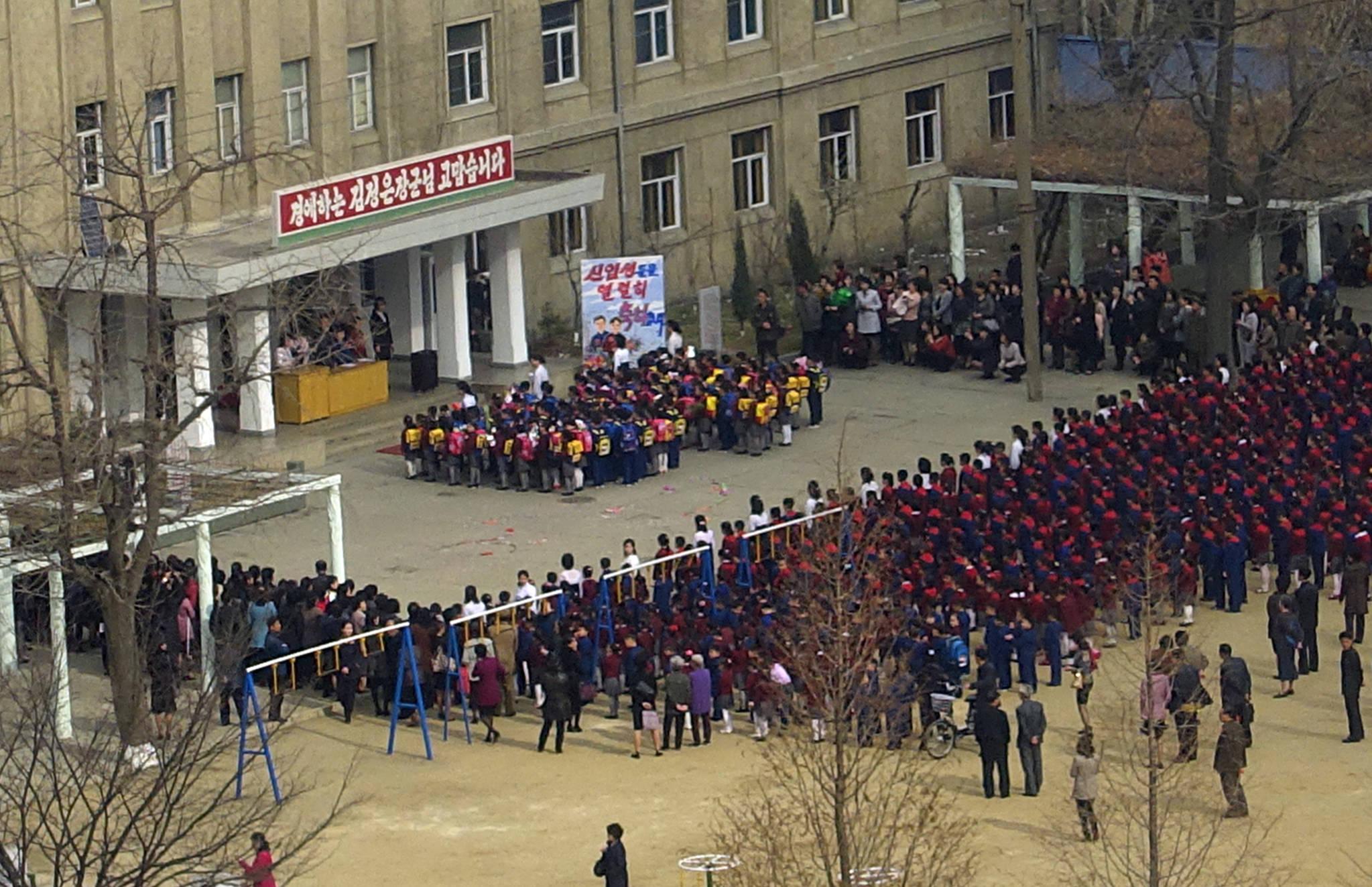 평양시내 한 초등학교에서 입학식이 열리고 있다 .사진공동취재단