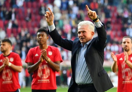 독일프로축구 바이에른 뮌헨의 하인케스 감독이 팀의 분데스리가 6연패를 이끌었다. [사진 뮌헨 트위터]