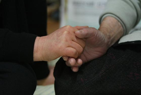 노인장기요양보험에 의해 등급판정을 받으면 재가급여와 시설급여로 나뉜 여러 혜택을 받을 수 있다. [사진 프리랜서 공정식]