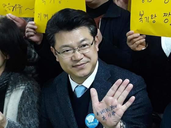 더불어민주당에선 복기왕 전 아산시장과 양승조(사진 아래) 의원이 충남지사 경선후보로 경쟁한다. [사진 복기왕 페이스북]