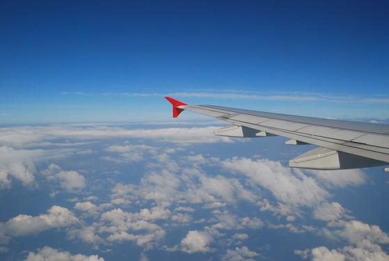 해외여행 항공권 중에서 6월과 11월에 출발하는 비행기 표가 가장 저렴한 것으로 조사됐다.[중앙포토]