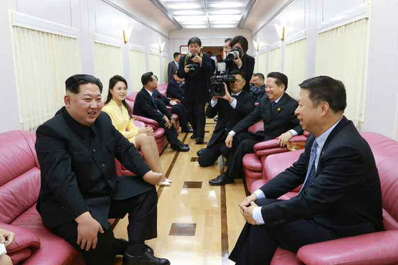 지난달 김정은 노동당 위원장 방중 당시 김 위원장과 만나고 있는 쑹타오 중국공산당 대외연락부장. [연합뉴스]