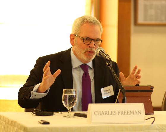 """한국을 찾은 찰스 프리먼(Charles Freeman) 미국 상공회의소 선임 부회장은 11일 강연에서 """"트럼프 행정부의 철강 관세 부과 조치가 자유 무역 질서를 망가트릴 수 있다""""고 말했다. [사진 세계경제연구소]"""