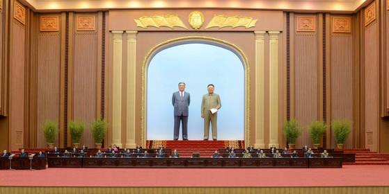 북한이 11일 평양 만수대의사당에서 정기국회 격인 최고인민회의를 열었다. [사진 연합뉴스]