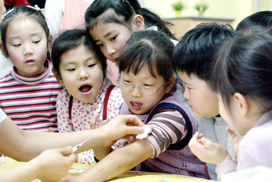취학아동 홍역예방접종.