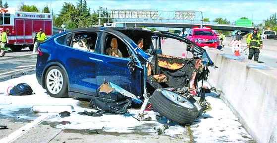 지난달 23일 발생한 테슬라 자율주행 차량의 사망사고 현장.[미 폭스TV·ABC 방송 캡처]