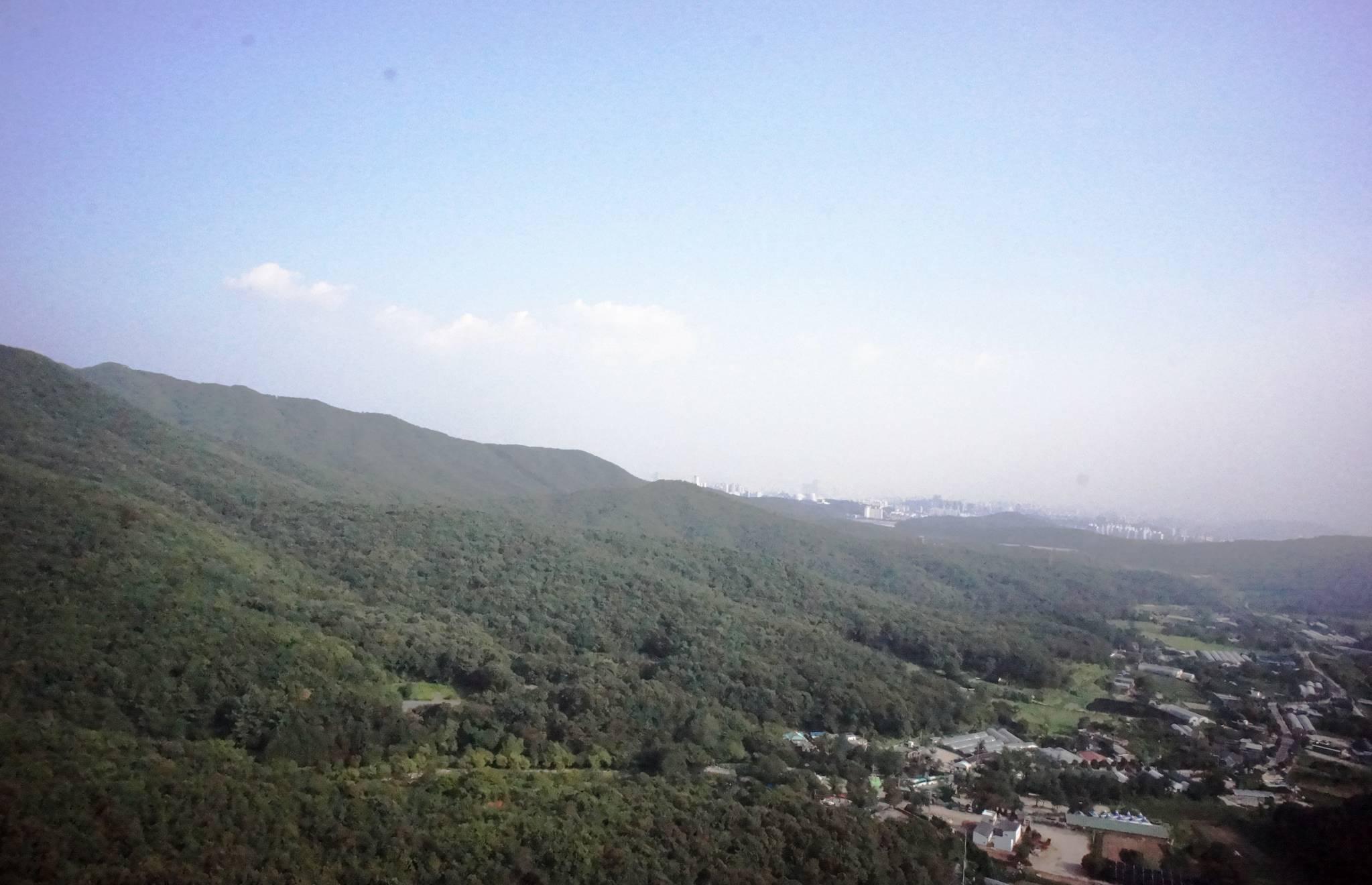 백운산이 인접해 녹지 비율이 높은 수원시 상광교동. [사진 국립환경과학원]