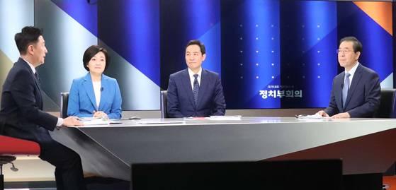더불어민주당 서울시장 예비후보가 13일 서울 상암동 JTBC에서 정책과 선거 전략을 두고 토론회를 벌였다. 오른쪽부터 우상호,박영선,박원순 예비후보.
