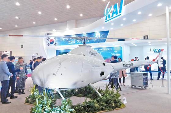 한국항공우주산업(KAI)은 현재 개발 중인 수직이착륙 무인기 'NI-600VT'(왼쪽?가운데)와 즉각타격형 무인기 '데빌킬러'(오른쪽)를 이달 초 열린 육군 드론봇 전투발전 콘퍼런스에서 공개했다. [사진 한국항공우주산업]