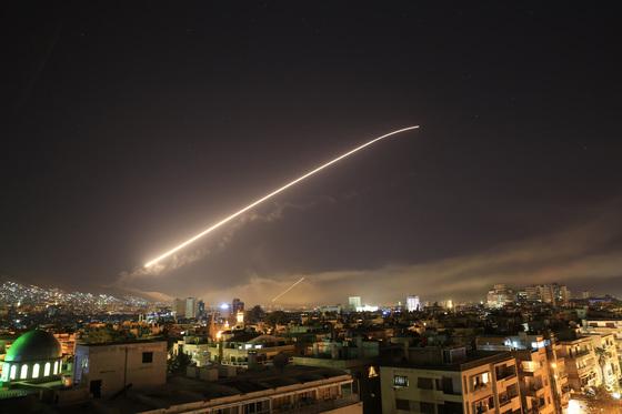 미국의 시리아 수도 공습. [AP=연합뉴스]