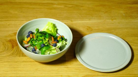 파스타와 스테이크 등 어떠한 요리와도 잘 어울리는 샐러드.