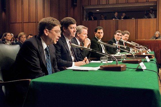 1998년 상원 청문회에 참석한 빌 게이츠 마이크로소프트(MS) 회장. [AP=연합뉴스]