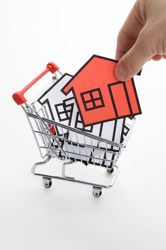 다주택자가 주택을 부담부 증여하는 것은 양도세 부담이 너무 크기 때문에 좋지 않다. [중앙포토]