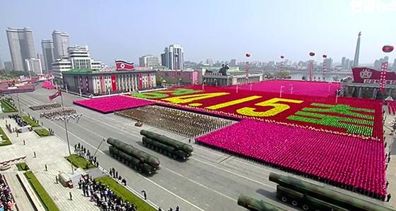 2017년 4월 이른바 '태양절' 열병식에서 북한이 선보인 무기들. [중앙포토]