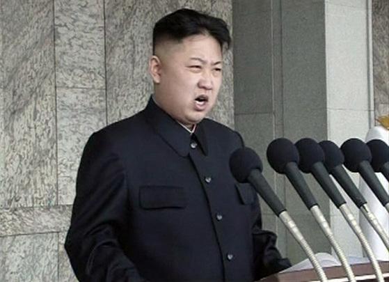 김정일 사망 후 첫 김일성 생일이었던 2012년 4월15일, 김정은이 평양 김일성광장에서 연설하고 있다. 집권 후 첫 공개 연설이었다. [연합뉴스]
