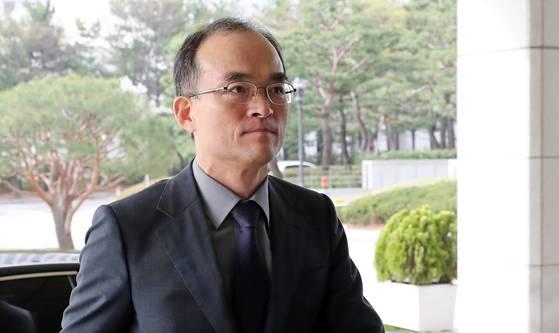 문무일 검찰총장이 지난 10일 서초구 대검찰청으로 출근하고 있다. [연합뉴스]