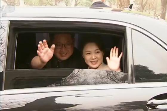 김정은 북한 노동당 위원장이 부인 이설주와 지난 25일부터 28일까지 중국을 비공개 방문해 시진핑 중국 국가주석과 회담을 가졌다. [중앙포토]