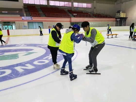 지난해 열린 발달장애 스케이트 교실.