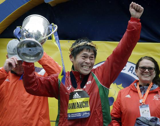 제122회 보스턴 마라톤에서 우승한 일본 마라토너 가와우치 유키. [AP=연합뉴스]
