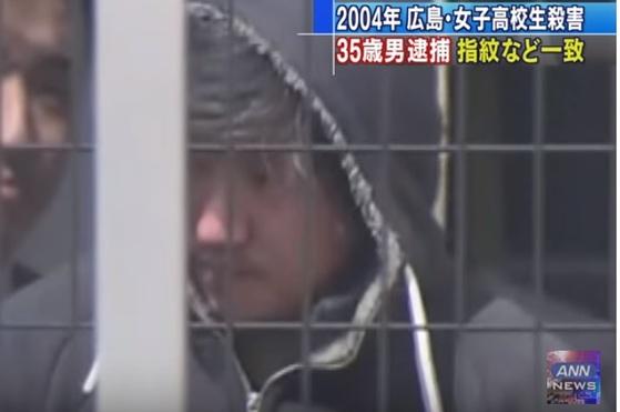 지난 13일 일본 경찰에 체포된 14년 전 히로시마 여고생 살인사건 용의자의 모습 [ANN 뉴스 캡처]