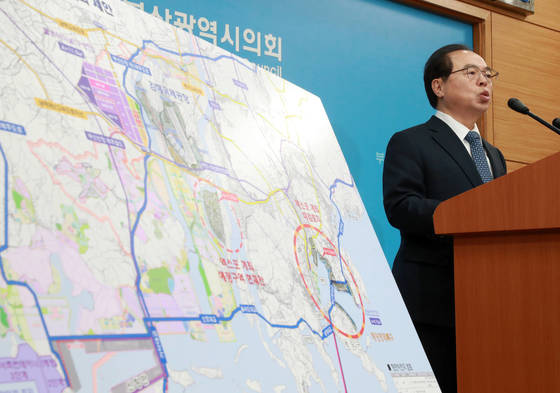 남부권 신공항 건설을 주장하는 오거돈 전 장관. [연합뉴스]