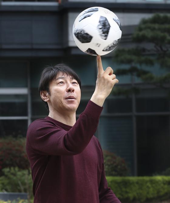 2018 러시아 월드컵에 출전하는 축구대표팀의 사령탑 신태용 감독 인터뷰가 17일 경기도 분당에서 열렸다.