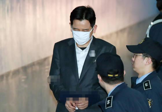 횡령 혐의로 구속기소된 최인호 변호사가 지난 12일 서울 서초동 중앙지법에서 열린 1심 선고공판에 출석하고 있다. [연합뉴스]